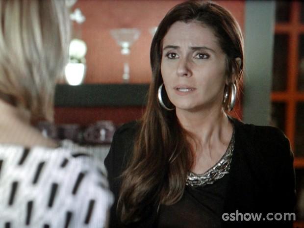 Clara confessa que o casamento com Cadu vai chegar ao fim (Foto: Em Família/ TV Globo)