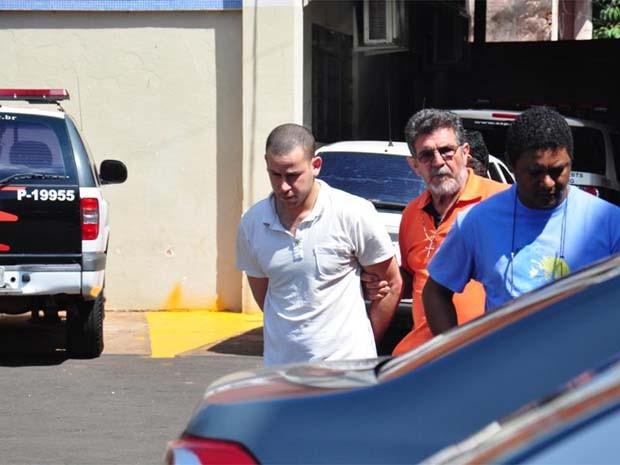 Guilherme Longo deixa unidade prisional em Barretos em direção a Ribeirão Preto (Foto: Ronaldo Moura/Programa do Leo)