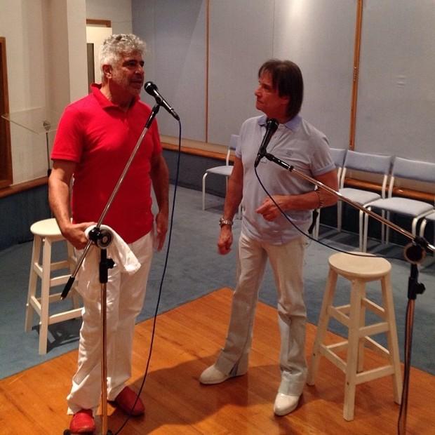 Lulu Santos e Roberto Carlos cantam juntos (Foto: Reprodução/ Instagram)