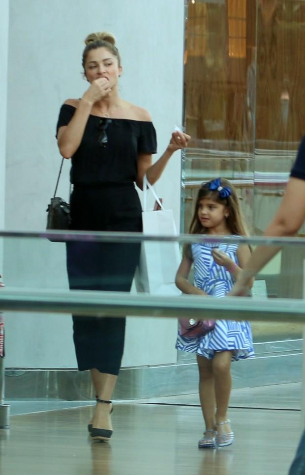 Grazi Massafera com sua filha (Foto: AgNews  / Divulgação)