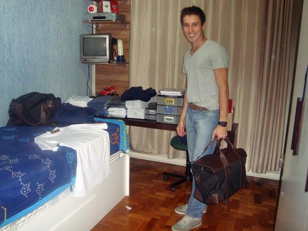 Bruno arrumando o enxoval pedido para o curso de formação de dedicação exclusiva (Foto: Arquivo pessoal)