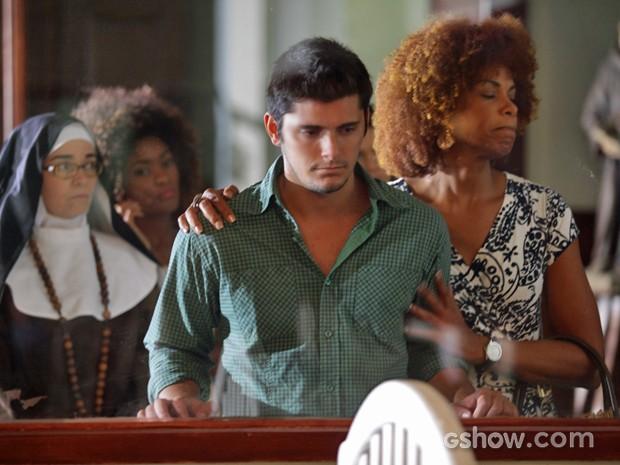 André fica abalado ao visitar orfanato (Foto: Pedro Curi/ TV Globo)