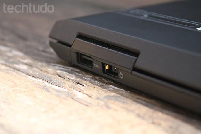 Detalhe da lombada posterior do Helix – conectividade é um dos pontos positivos (Foto: Leonardo Ávila/TechTudo)