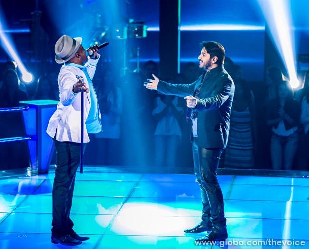 Dom Paulinho Lima e Rodrigo Castellani cantam música de Tim Maia (Foto: Isabella Pinheiro/TV Globo)