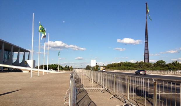 Cercas foram instaladas em volta do Palácio do Planalto para evitar invasões nos protestos desta quinta (20) (Foto: Priscilla Mendes/G1)