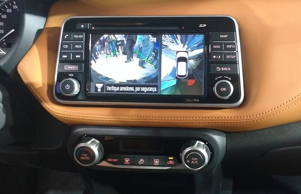 Tela multimídia do Nissan Kicks (Foto: Tereza Consiglio / Autoesporte)