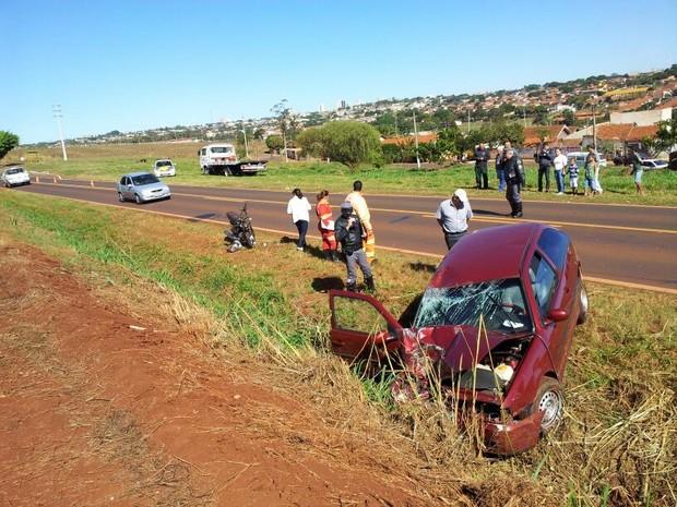 Veículo seguia no sentido contrário e motorista teria perdido o controle da direção  (Foto: Giliardy Freitas/ TV TEM)