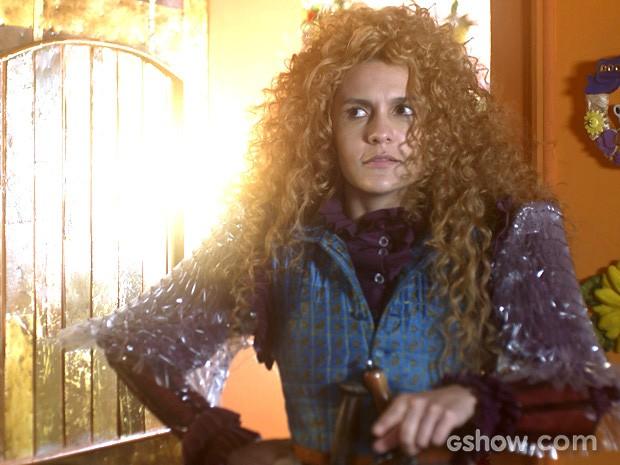 Gina parece estar dando o braço a torcer (Foto: Meu Pedacinho de Chão/TV Globo)