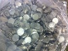Dupla com sacos de moedas falsas é presa (Divulgação/Deic)