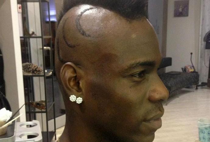 Balotelli novo corte de cabelo (Foto: Reprodução/Twitter)