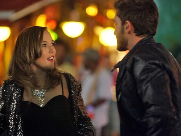 Amanda fica impressionada com a beleza de Leonardo (Foto: Pedro Curi/TV Globo)