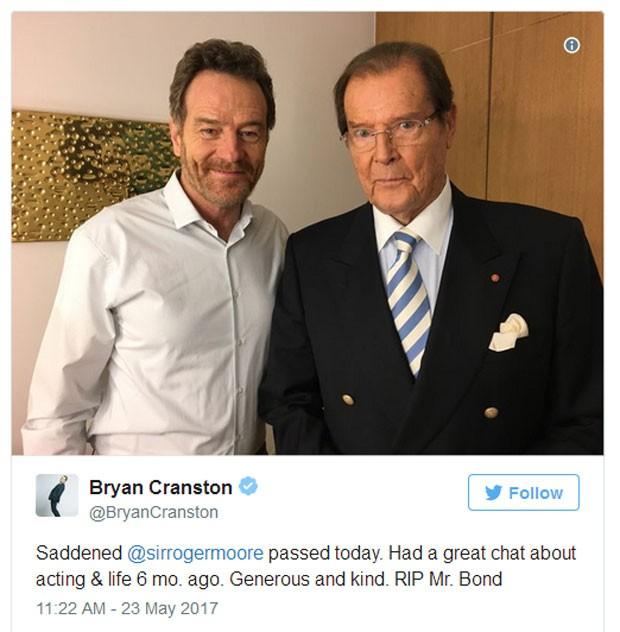 Bryan Cranston presta homenagem a Roger Moore (Foto: Reprodução)