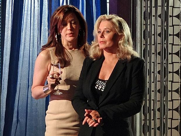 Lívia pressiona Irina após descobrir que ela está sendo investigada (Foto: Salve Jorge/TV Globo)