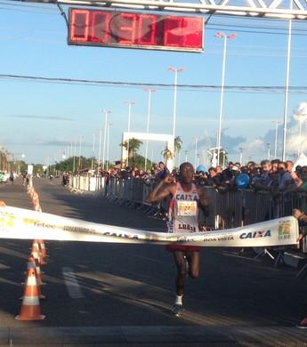 Edwin Kiprop Kibet vence a 16ª Corrida Internacional 9 de Julho (Foto: Ivonisio Júnior)