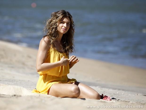 Atriz esbanja beleza em gravação (Foto: Flor do Caribe/TV Globo)