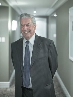 """PROXIMIDADE Mario Vargas Llosa em São Paulo. """"Governos democráticos não devem se tornar cúmplices de governos autoritários"""" (Foto: Na Lata)"""