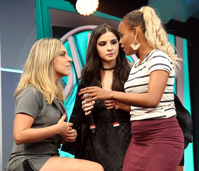 Time de 'A Regra do Jogo' no 'Ding Dong' conversa: Júlia Rabello, Giselle Batista e Roberta Rodrigues (Foto: Carol Caminha / Gshow)