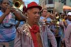 Tradicional orquestra arrasta foliões (Reprodução/TV Integração)