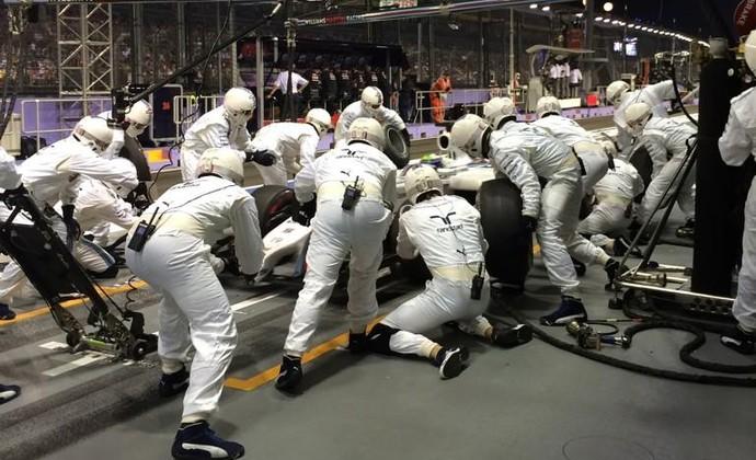 Pit stop de Felipe Massa durante o GP de Cingapura (Foto: Divulgação)