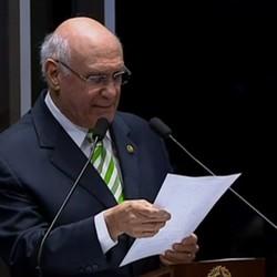 O senador Lasier Martins faz seu discurso no Senado