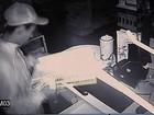 Criminosos usam caminhonete para arrombar porta e furtar farmácia; veja