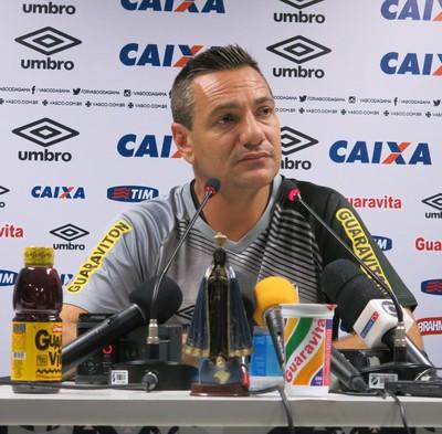 Doriva concede entrevista vasco (Foto: Edgard Maciel de Sá)