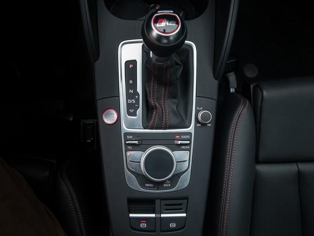 Audi RS 3 tem câmbio automatizado de dupla embreagem S-Tronic (Foto: Marcelo Brandt / G1)