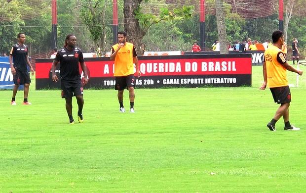 Vagner Love e Ibson no treino do Flamengo (Foto: Janir Júnior / Globoesporte.com)