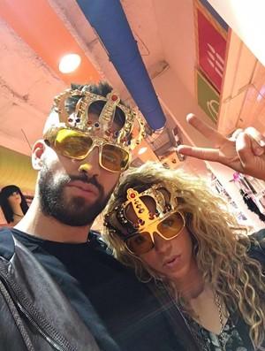 """BLOG: Shakira se diverte com Piqué em loja: """"Comprando óculos de sol"""""""