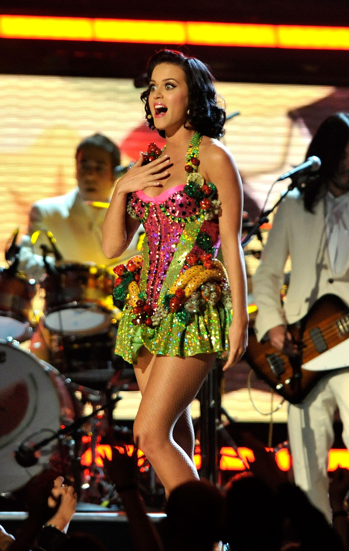 A cantora foi fantasiada de salada de frutas no Grammy de 2009. (Foto: Getty Images)