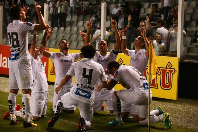 Sem esfor�o, Santos abre vantagem, mas Vasco renova esperan�as no fim