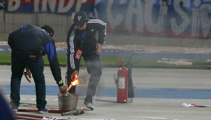 confusão polícia sinalizadores fogos inter internacional la u santiago libertadores (Foto: Diego Guichard/GloboEsporte.com)