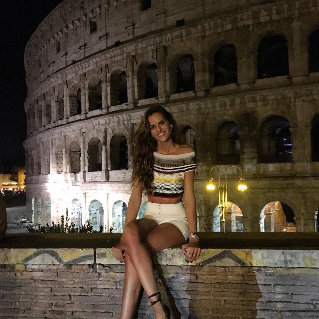 Izabel Goulart na Itália (Foto: Reprodução/Instagram)