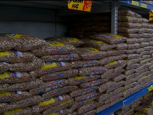 Preço do feijão começa a cair nos supermercados em Petrolina (Foto: Reprodução/ TV Grande Rio)