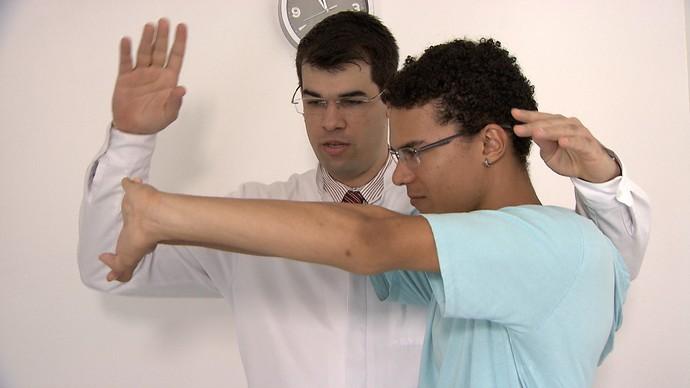 Hipnoterapeuta Diego Wildberger explica o benefício da técnica (Foto: TV Bahia)