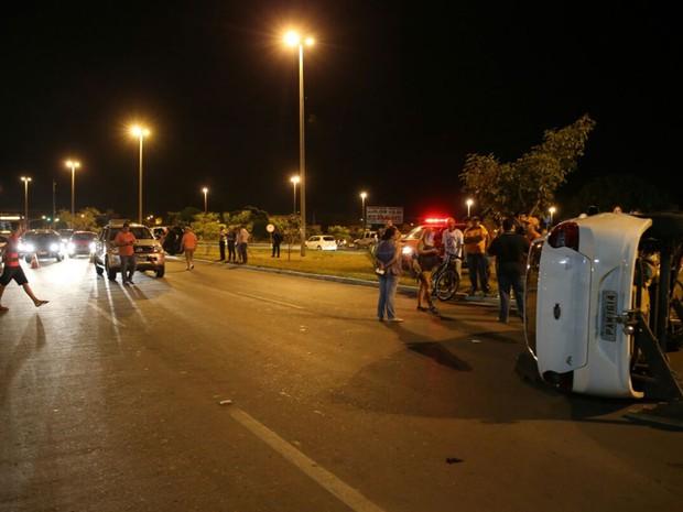 Acidente no Guará II, no DF, envolveu quatro carros; em um deles, um adolescente de 13 anos estava dirigindo (Foto: Corpo de Bombeiros DF/Divulgação)