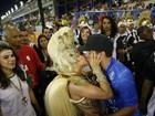 Paloma Bernardi ganha beijo e declaração de Thiago Martins