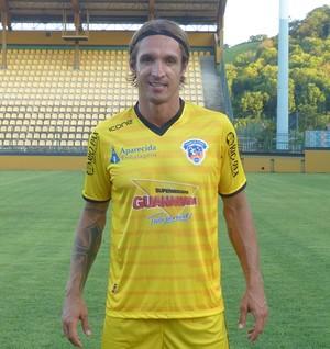 Andrade, goleiro do Duque de Caxias, com novo uniforme (Foto: Vitor Costa)