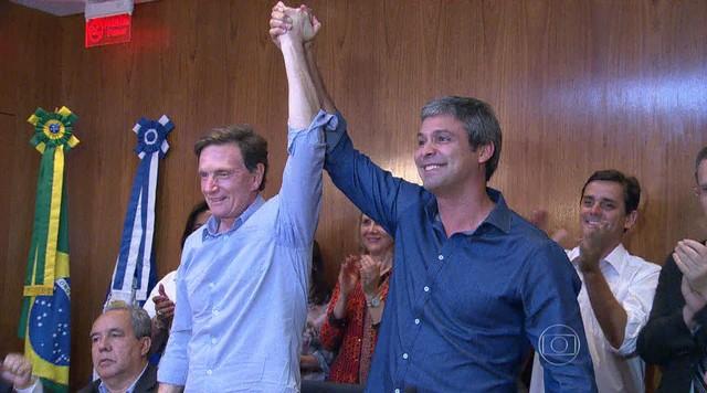 Marcelo Crivella recebe apoio de Lindberg Farias e parte do PT