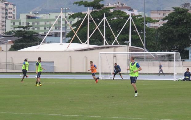 Balotelli finaliza treino Itália (Foto: Carlos Augusto Ferrari)