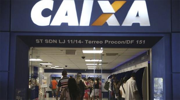 Trabalhadores aproveitam o sábado para sacar o FGTS inativo durante a segunda etapa do liberação das contas inativa (Foto: Agência Brasil)