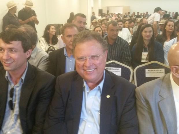 Ministro Blairo Maggi (centro) fez o lançamento do Plano Agro + em Rondônia, nesta segunda-feira, 13 (Foto: Toni Francis/G1)