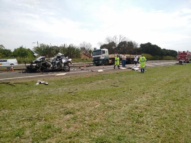 Acidente aconteceu no quilômetro 102 da rodovia SP-127 em Tatuí (Foto: Bruno Casteletto/TV TEM)