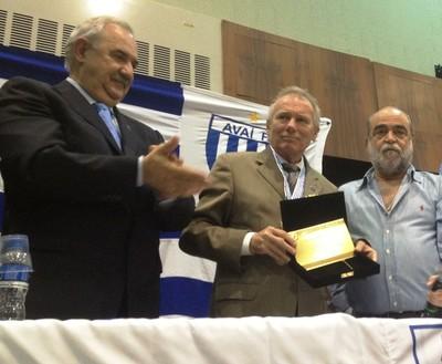 Avaí Zunino homenagem Delfim (Foto: Marcelo Silva)
