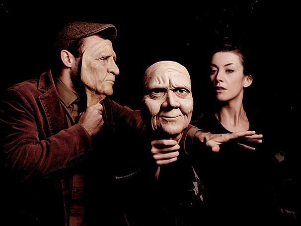 Máscaras são utilizadas para contar história sem palavras (Foto: Alex Brenner)