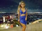 Ex-BBB Vanessa Mesquita usa vestido sexy em festa na Tailândia