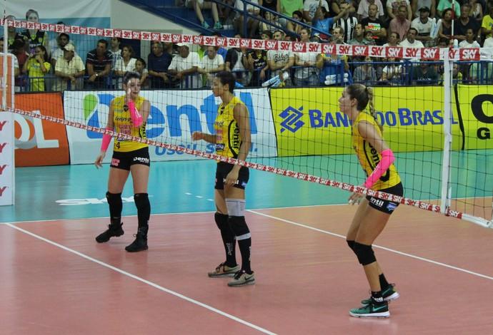 Claudinha; Walewska; Alix; Praia Clube; vôlei (Foto: Lucas Papel)