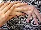 Xuxa posta foto junto com as mãos da filha e da mãe