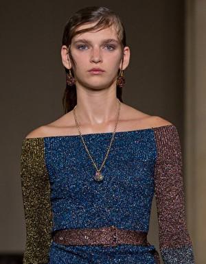 Tecidos metalizados na Semana de Moda de Londres
