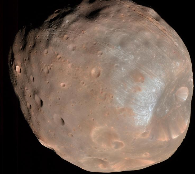 A lua almadiçoada: Fobos exibe as ranhuras causadas pela atração fatal com Marte (Foto: Nasa)